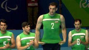 Il calvario di Mehrzad, il gigante delle Paralimpiadi cresciuto troppo: alto 2.46 per una malattia