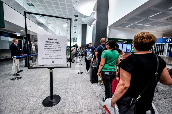 Positivo sul volo Milano-Catania: appello dell'Asp di Enna per rintracciare gli altri passeggeri