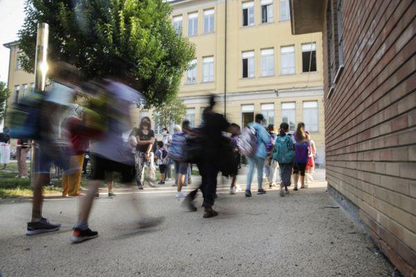Covid, da domani in Lombardia al via la somministrazione dei tamponi salivari nelle scuole