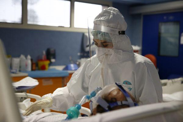 Lombardia, terapie intensive sotto la soglia critica: si va verso la quarta settimana in zona gialla