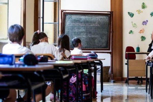 Cosa succede alle scuole in Campania con la zona arancione: le novità sulle riaperture