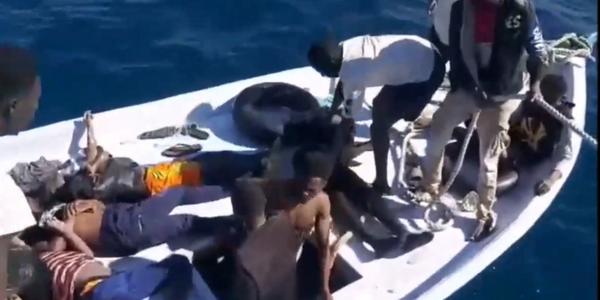 Migranti, le immagini dell'orrore. È così che si muore in mare | il manifesto