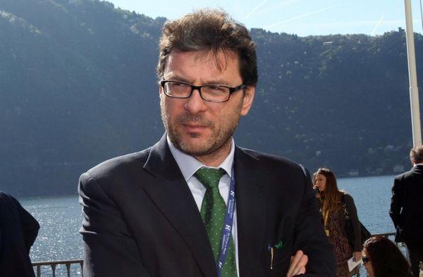 Giorgetti: estendere golden power a siderurgia e automotive - ItaliaOggi.it