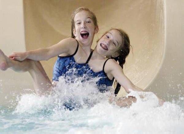 Abigail và Brittany Hensel là cặp song sinh dính liền thân nổi tiếng ở Hoa Kỳ.
