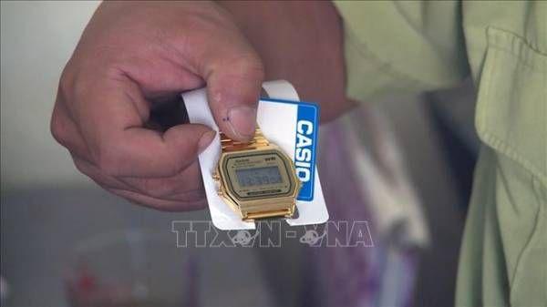 Đồng hồ đeo tay mang thương hiệu CASIO bị tạm giữ.