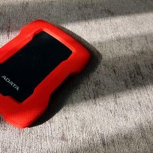 Adata HD330 – стилен и здрав външен диск за бекъп