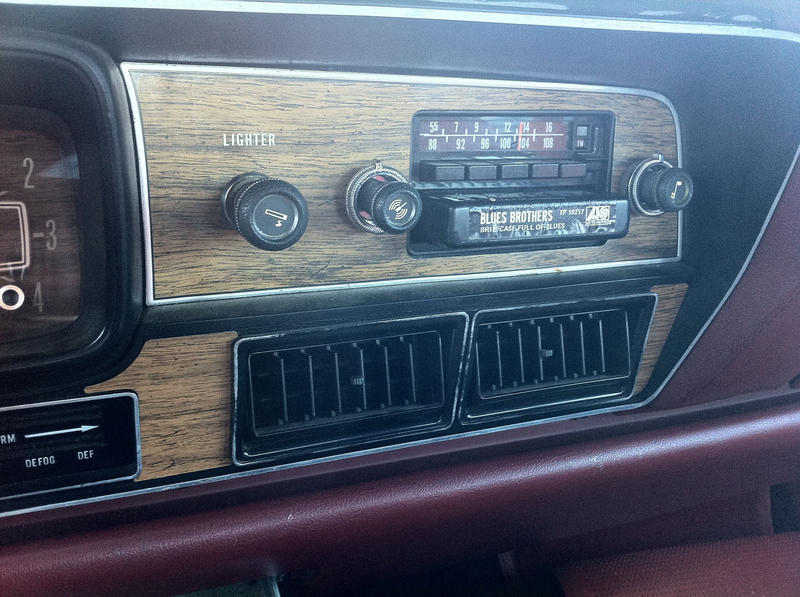 [Image: 1978_AMC_Matador_sedan_red_NC_detail_of_...k_unit.jpg]