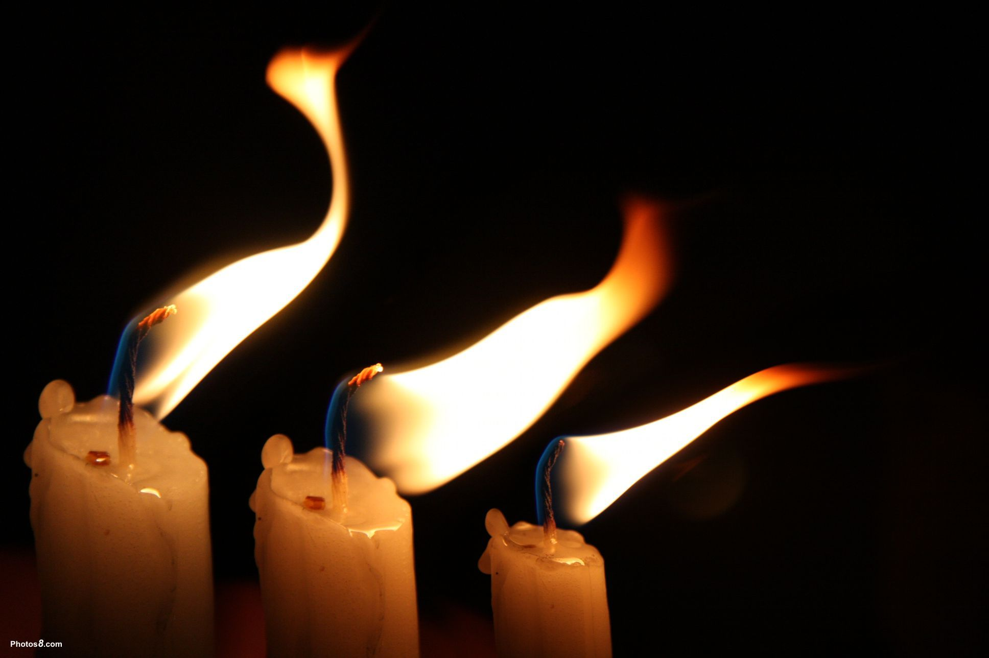 [Image: Candles_flame_in_the_wind-other.jpg]