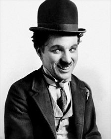 [Imagen: 225px-Charlie_Chaplin.jpg]