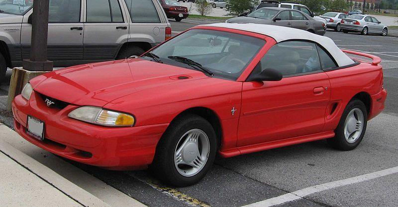 [Imagen: 800px-94-98_Ford_Mustang_convertible.jpg]