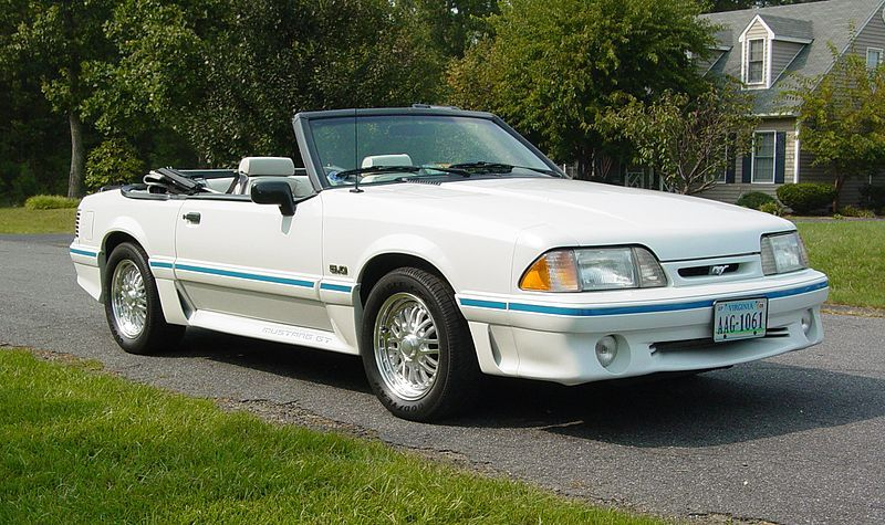 [Imagen: 800px-Ford_Mustang_GT_convertible_%28thi...ion%29.jpg]