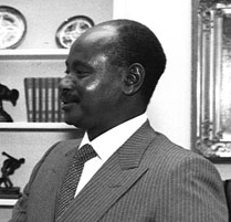 约韦里·穆塞韦尼于1987年访问美国,接见时任美国总统罗纳德·里根。
