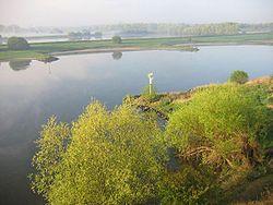 Arnhem Nederrijn ochtend apr04.jpg