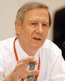 Anthony Giddens at the Progressive Governance Converence, Budapest, Hungary, 2004 October.jpg