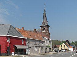 Munkzwalm, de parochiekerk Sint Mattheus oeg45198 plaatsen foto1 2013-05-07 13.23.jpg