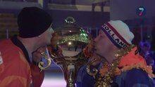 File:Toeters en confetti voor kampioensteam bandy.webm