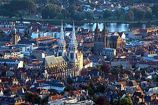 Cathédrale Notre Dame et église du Sacré Coeur de Moulins 2006-07-24.jpg