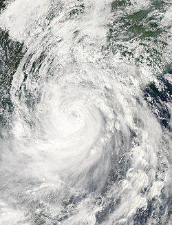9月16日,正处最高强度、即将登陆海南岛的强台风海鸥