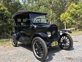 1925 Ford Model T touring.jpg