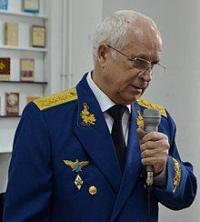 Generalul Ion Costaș susținând un discurs pentru comemorarea eroilor căzuți în confruntările de pe Nistru (25100446319).jpg