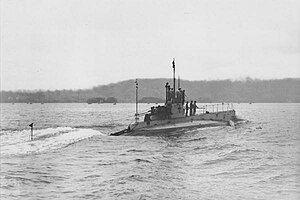 Japanese submarine HA-3 in 1911.jpg