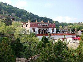 山间寺庙藏教特色 - panoramio.jpg