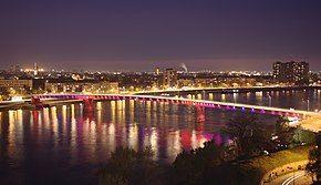 Novi Sad, Petrovaradin, noční pohled na Varadinski most.jpg
