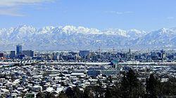 立山连峰和富山市市区