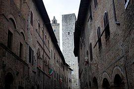 Tuscany - San Gimignano (5782967779).jpg