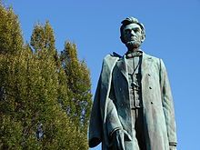 The Abraham Lincoln statue on a sunny, clear day
