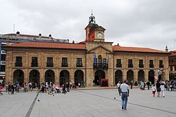 Avilés, Ayuntamiento, Plaza de España.JPG