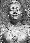 Bust of King Ang Duong.jpg
