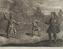 一张黑白的绘画,左侧长发男子背对着读者,身着长衣,衣摆垂至小腿,举起左手,右手持剑指着中央的男子,双脚分开站立。中央男子正对读者,衣着类似,做着一样的动作,与左侧男子对峙。右侧男子侧身站着,左手叉腰,右手指着左侧二人,正在观看决斗。