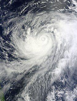 8月1日超强台风梅花进入眼墙置换