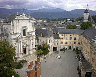 Cour du château et Préfecture de Chambéry.jpg