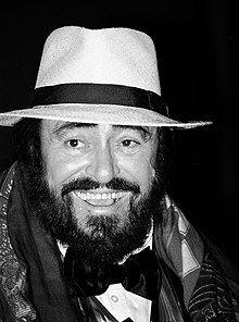 Luciano Pavarotti (cropped).jpg