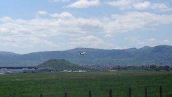 File:Un vol décolle de l'aéroport de Clermont-Ferrand.webm