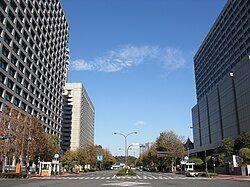 霞关一丁目交叉点、2010年(平成22年)摄影,右侧是一丁目,左侧为二丁目。