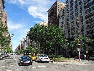 上东城的公园大道,从74街东(英语:74th Street (Manhattan))往北看(2016年9月)