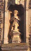 Statue of Sir Thomas Erpingham (Erpingham Gate, Norwich) (cropped).jpg