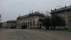 Facciata edificio PoliMi in Piazza Leonardo da Vinci, Milano.jpeg