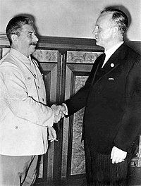 Bundesarchiv Bild 183-H27337, Moskau, Stalin und Ribbentrop im Kreml.jpg