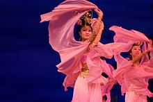 Chinese women in pink, dancing (2007-07-05).jpg