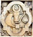 A coat of arms depicting the head of an aurochs with a crescent and a star over it