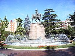 Espolón公园巴杜莫陆·艾斯巴迭洛将军雕像