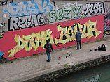 Bobigny, graffiti artists at work.JPG