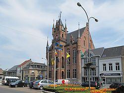 Stekene, het gemeentehuis oeg15443 foto2 2013-05-06 15.21.jpg
