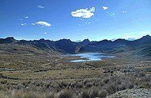 Laguna Huachucocha.jpg