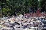 博伊西国家森林河畔的岩石