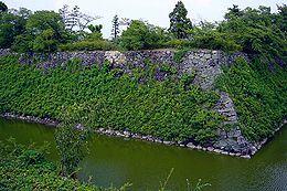 本丸石垣和护城河